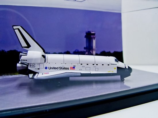 1400 Space Shuttle Discovery mit mobiler Startrampe